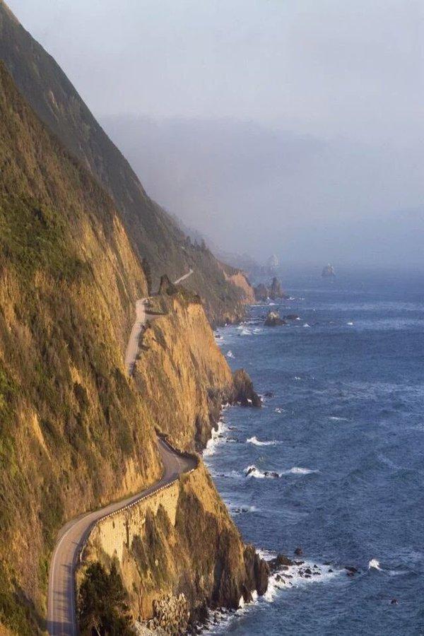 طريق بجانب المحيط
