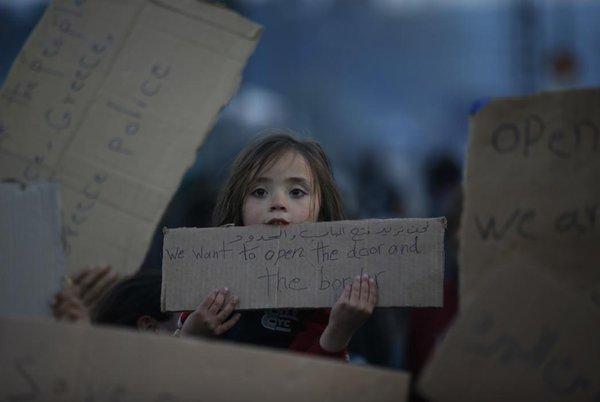 طفلة لاجئة