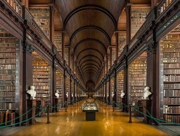 مكتبة قديمة