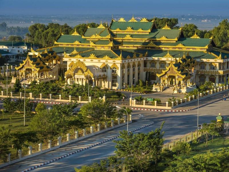 نايبيدو عاصمة بورما خالة من الناس