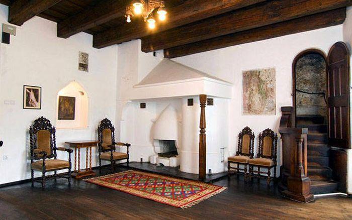 قلعة دراكولا للبيع