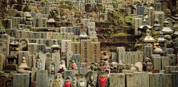 صور: أكبر مقبرة في اليابان تتسع لـ 200 ألف قبر