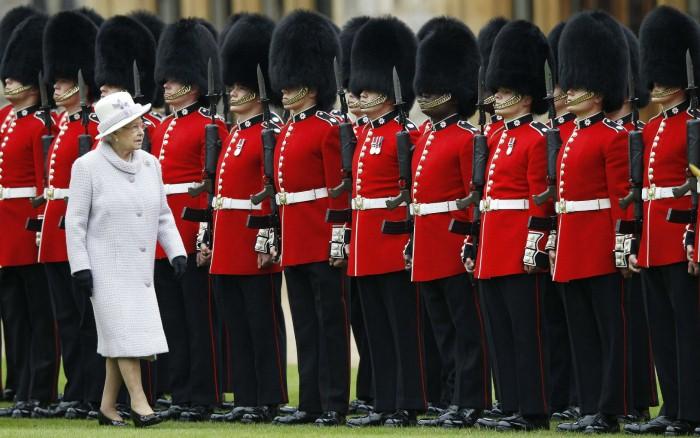 الملكة إلزابيث