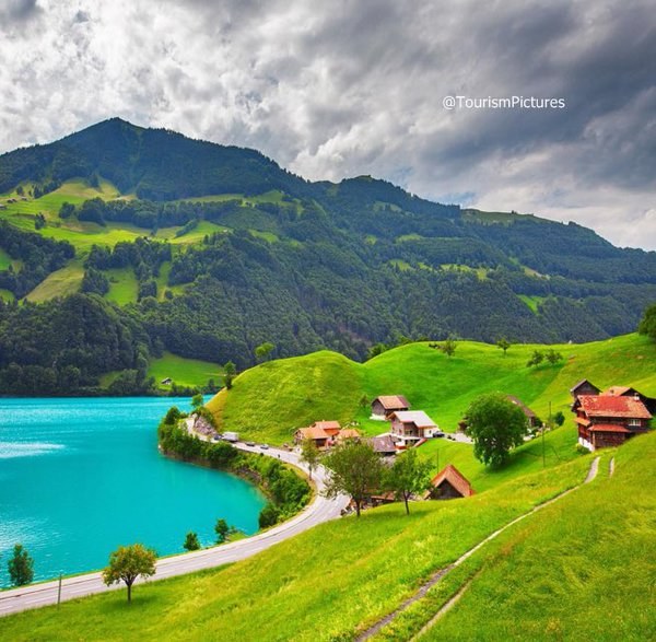 بلدة وبحيرة Lungern