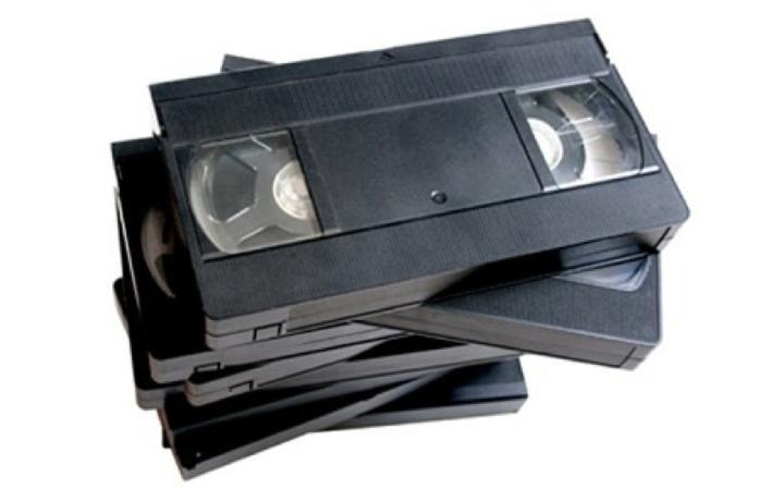جهاز Videotape، وهو عبارة عن شريط مغناطيسي يستخدم تم استخدامه لتخزين الصور المتحركة والصوت.