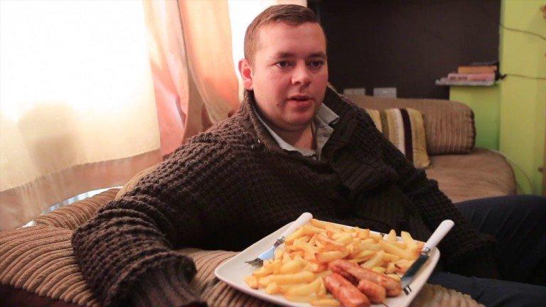 البطاطس المقلية و النقانق