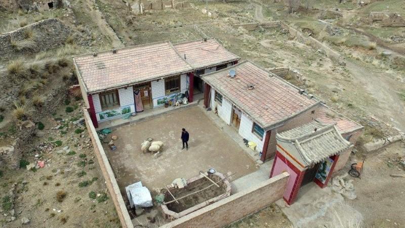 صيني يعيش وحيداً