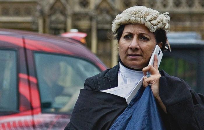 القضاة و الشعر المستعار