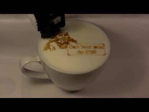 آلة للرسم على رغوة القهوة