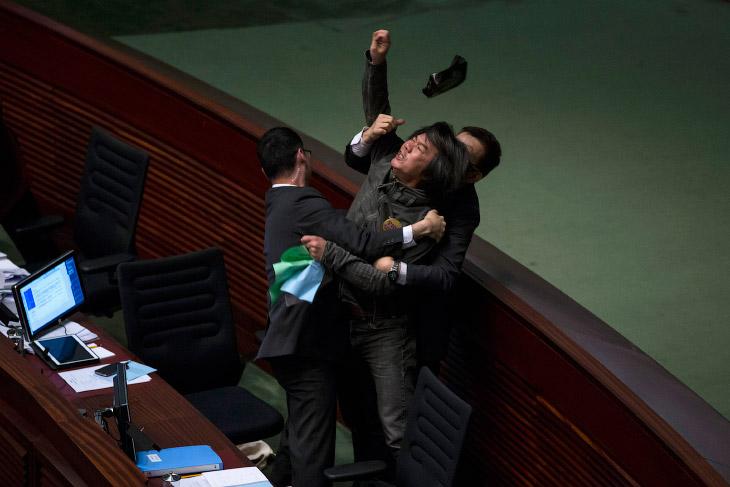 القتال بين السياسين