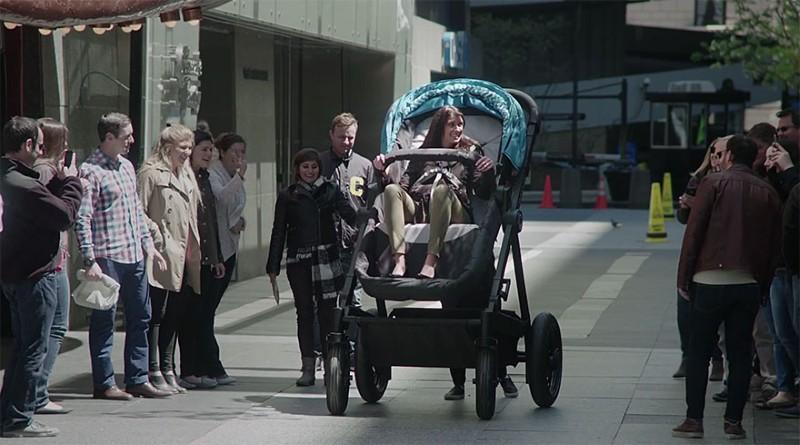 عربات أطفال مخصصة للبالغين