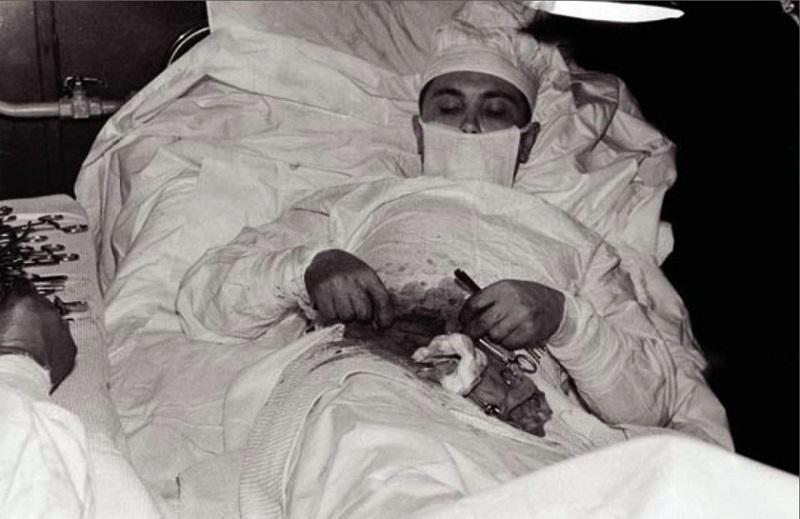 عملية جراحية لنفسه