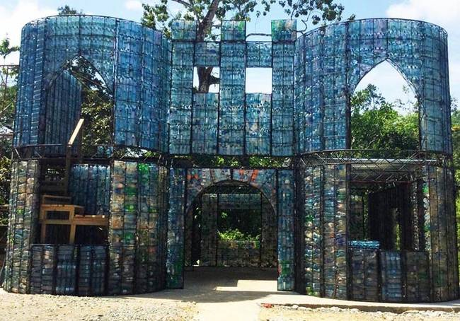 منازل القوارير البلاستيكية