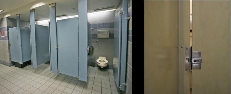 أبواب المراحيض العامة