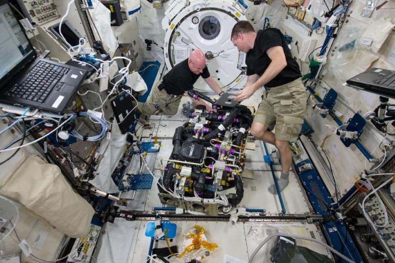 الحياة اليومية لرواد الفضاء