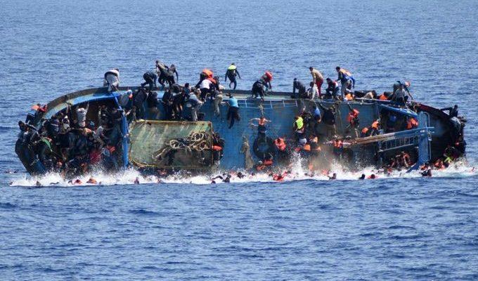 صور حول العالم: غرق سفينة مهاجرين قبالة السواحل الليبية