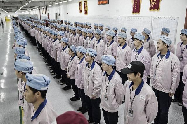 مصنع إنتاج هاتف الآيفون