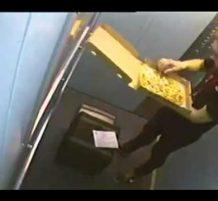 رجل توصيل البيتزا