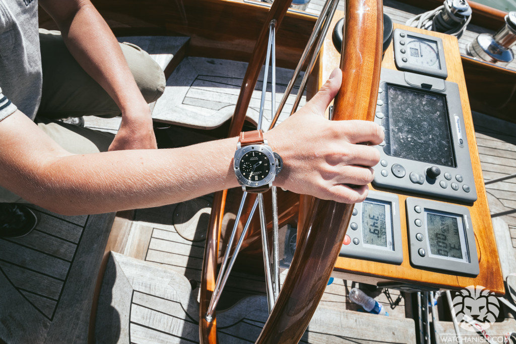 الساعة في اليد اليسرى
