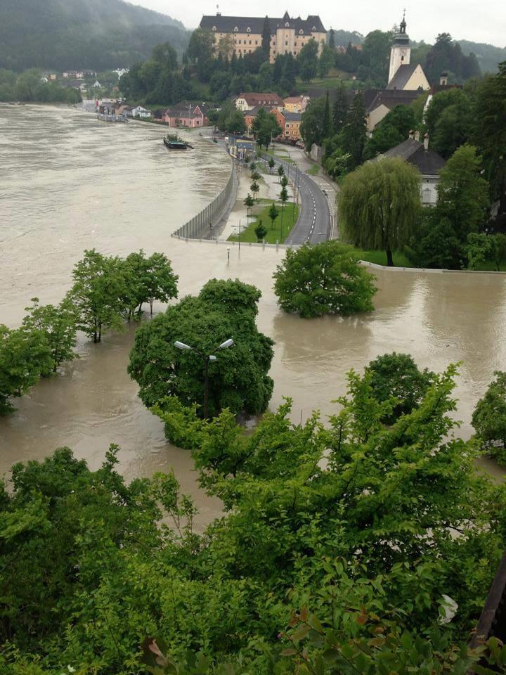 جدران لحجز الفيضانات