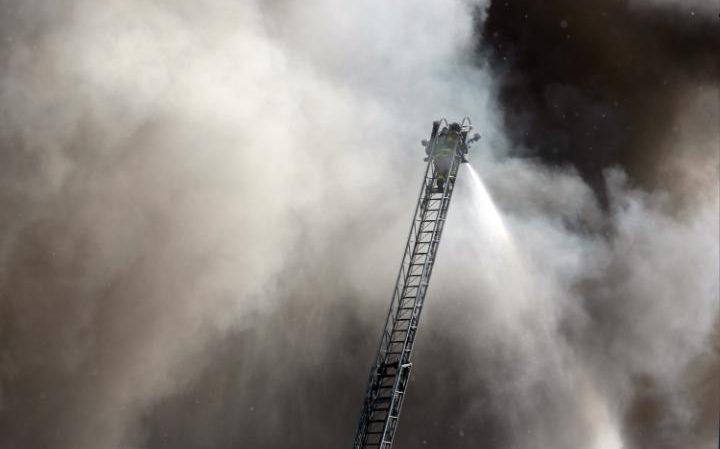 حريق مصنع إعادة تدوير