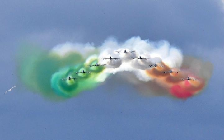 طائرات تنفث الدخان