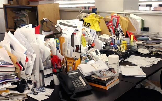مكتب غير مرتب