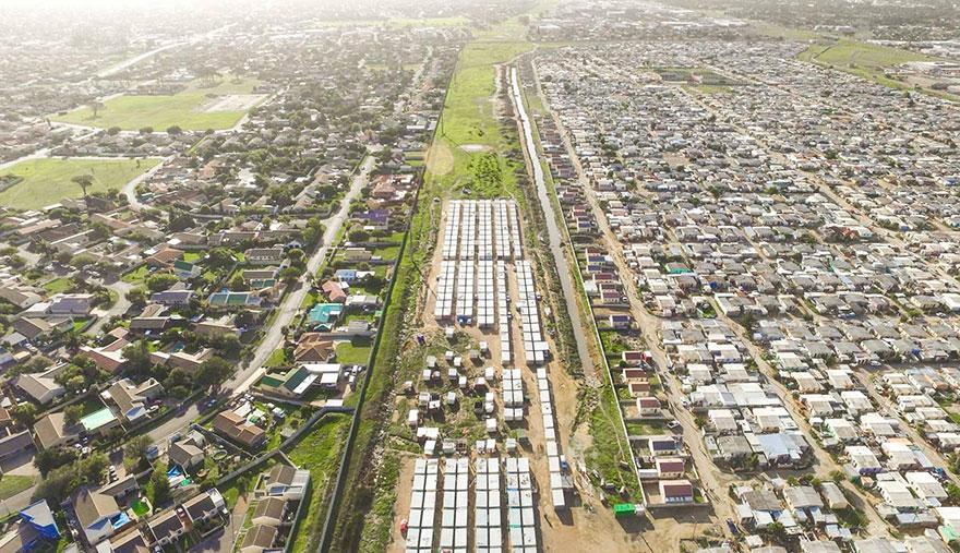 بيوت الأغنياء والفقراء