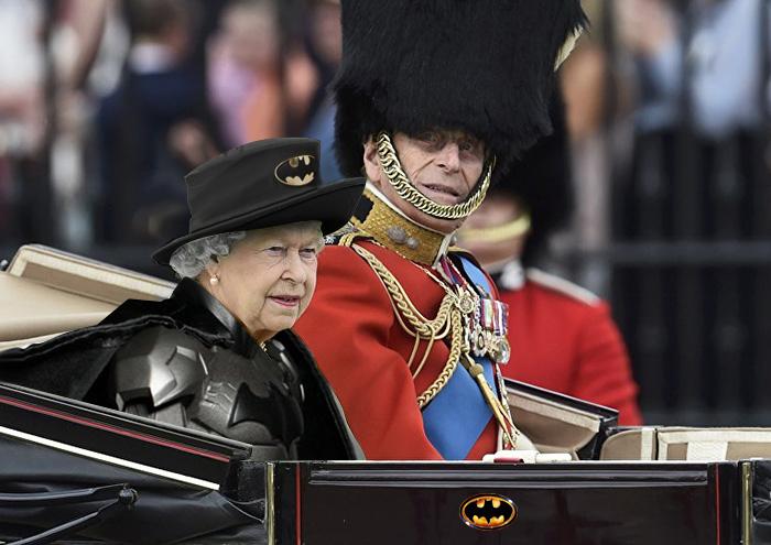 لباس الملكة إليزابيث الأخضر