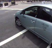 سائق يقوم بالتفاف غير قانوني