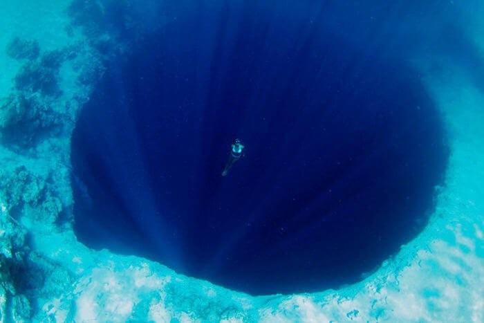 أعمق ثقب بحري
