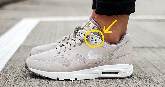 لثقوب في الحذاء
