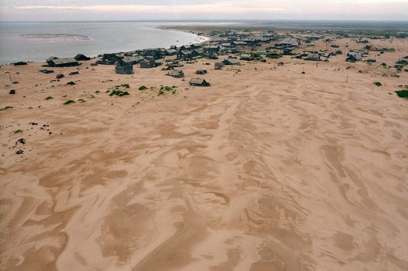 قرية مدفونة بالرمال