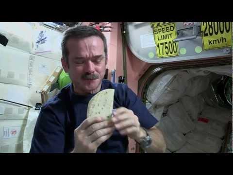 الأكل في الفضاء