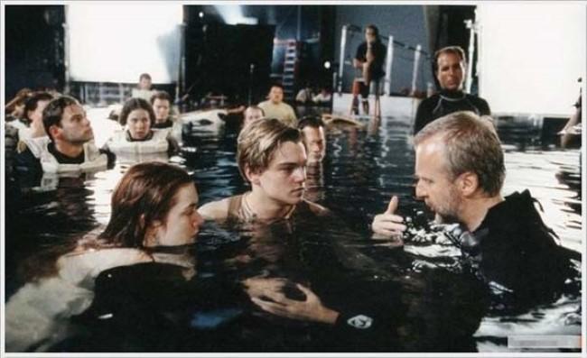 لحظة إعداد أحد مشاهد فيلم Titanic.