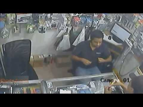 حرامي يسرق محل إلكترونيات