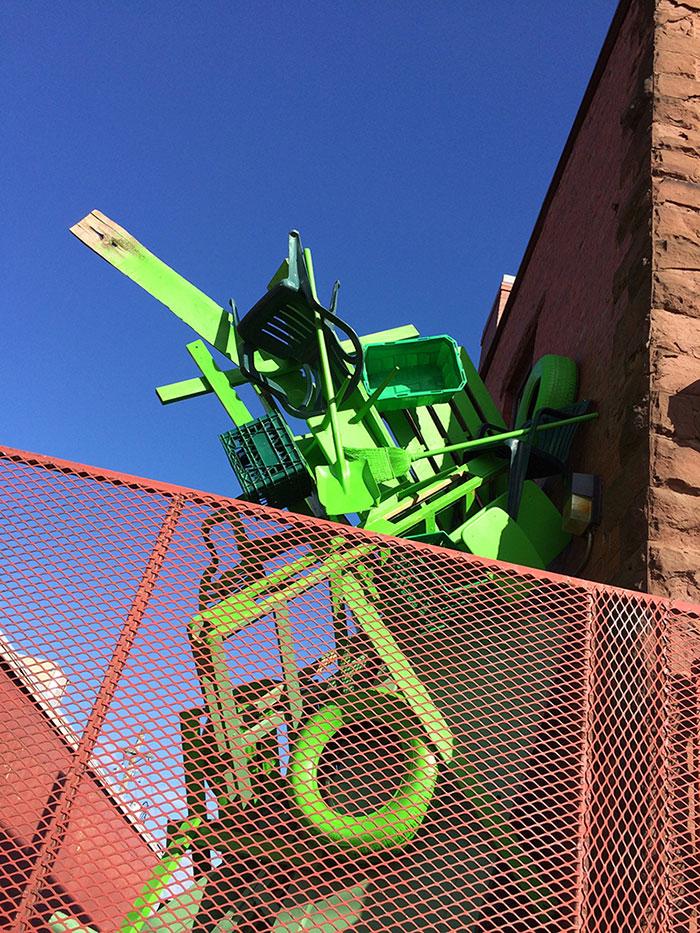 تماثيل النفايات الصلبة