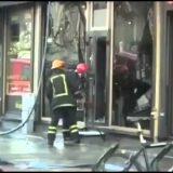 دخان يدفع رجال الإطفاء للخارج
