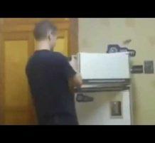 تفجير الثلاجة بالألعاب النارية