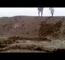 سودانيون يتسابقون بالقفز