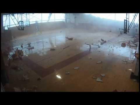 إعصار يدمر مدرسة في أمريكا