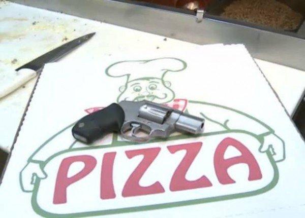 بيتزا مقابل سلاح