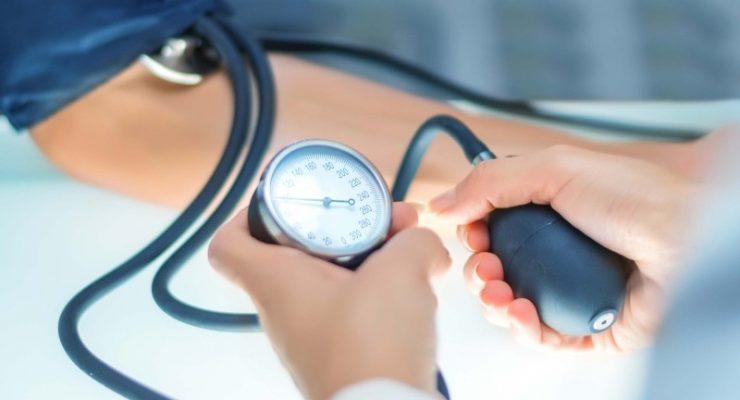 طرق منزلية بإمكانها حمايتك من انخفاض ضغط الدم لديك