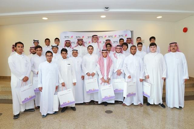 طلاب مدارس الرياض يزورون الاتصالات السعودية
