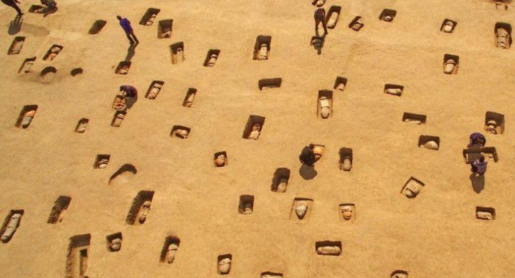 صور حول العالم: عمال آثار يعملون في مقبرة قديمة بالصين والمزيد..