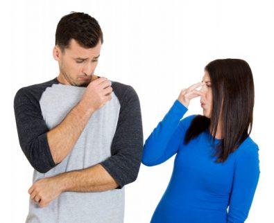 ما الذي يجعل رائحة الرجل قوية؟