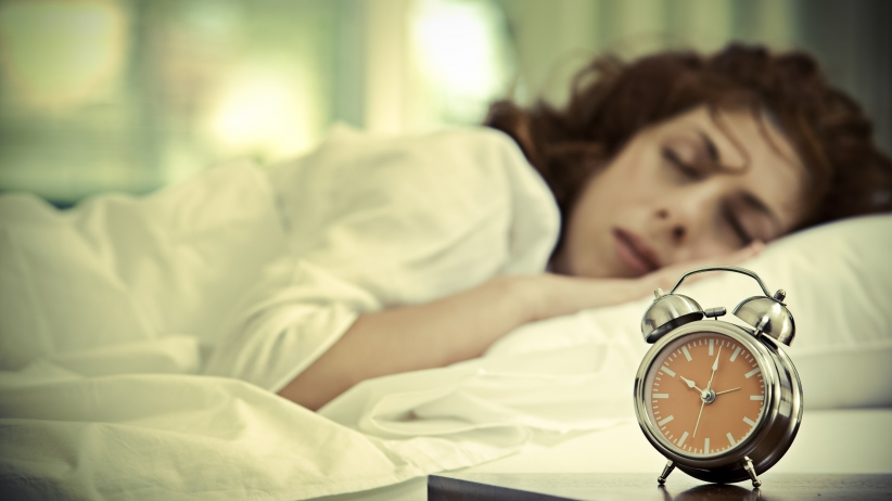 لماذا تحتاج النساء لساعات نوم أطول