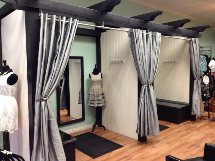 ازاي تكتشفي وجود كاميرا مخفية في غرف تبديل الملابس