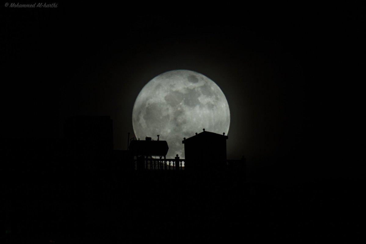 قمر عملاق