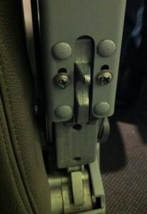 الزر الصغير على مقاعد الطائرات